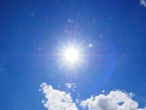 Intensywne słońce przesusza włosy