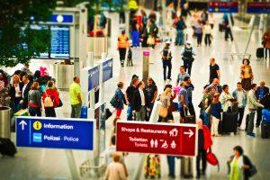 Czym na lotnisko Wynajęty bus, pociąg, taksówka Sprawdzamy, co się opłaca